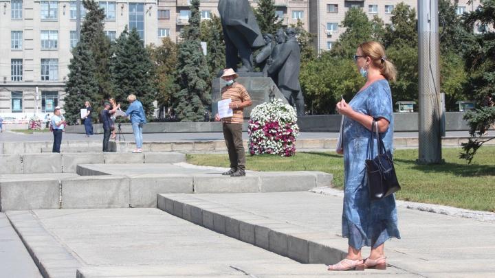 В центре Новосибирска устроили пикеты против ареста директора агентства недвижимости