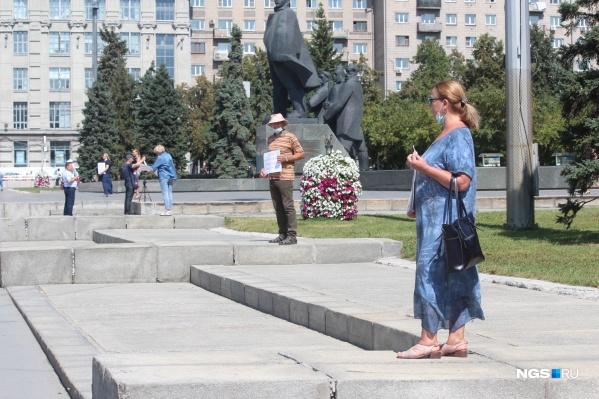 На площади Ленина прошла серия одиночных пикетов