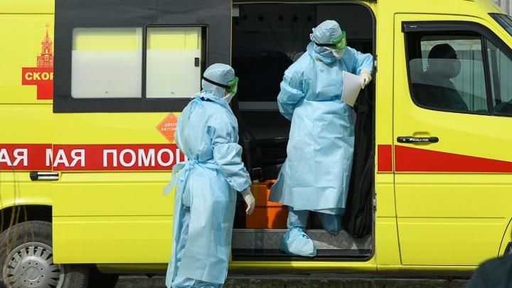 На больного коронавирусом, напавшего на полицейского в Екатеринбурге, завели уголовное дело