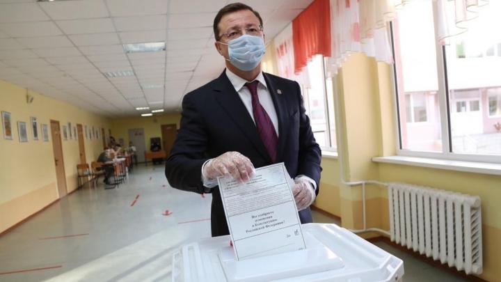 Губернатор показал, как проходит голосование по поправкам в Конституцию РФ в Самаре