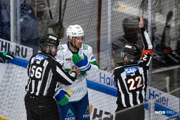 Это третье поражение новосибирского клуба в последних четырех играх. А вот «Салават» победил в четвертый раз подряд в последних пяти встречах