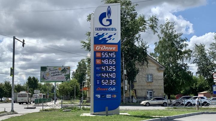 Цены на бензин аномально скачут. Показываем на одной картинке, как он подорожал с 1 января. Где дешевле?