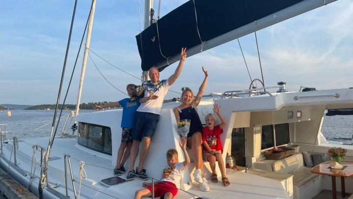 «Господи, что я тут делаю?»: многодетная семья год прожила в море, проплыв на яхте больше ста городов Европы