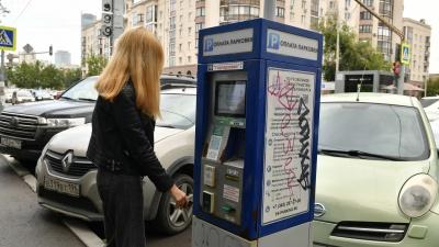 Почему в центре Екатеринбурга нужно платить за парковку? Ответ эксперта недовольным водителям
