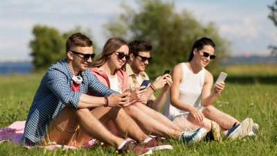 Такое может случиться с кем угодно: 5 интернет-историй про людей и смартфоны