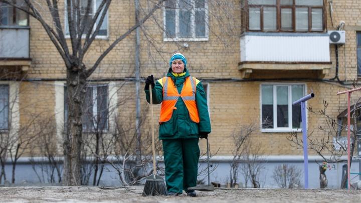 «Я просто влюбилась в это»: истории волгоградок, работающих дворником, почтальоном и продавцом
