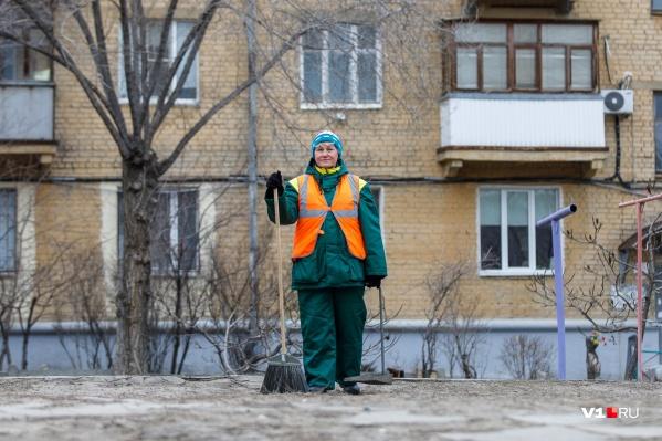 Волгоградки рассказали о работе дворником, почтальоном и продавцом