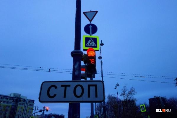 Проезд перекрестка разрешен только в прямом направлении