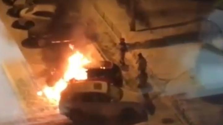 На Автозаводе одновременно сгорели Mazda и Porsche Cayenne