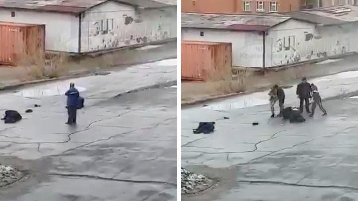Толпа подростков жестоко избила двоих мужчин в Дудинке