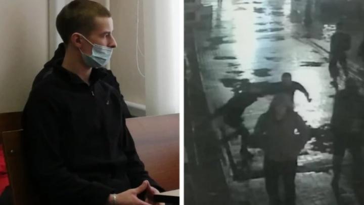 «Он мог убежать»: в Екатеринбурге гособвинитель запросил срок обвиняемому в убийстве у бара «Американка»