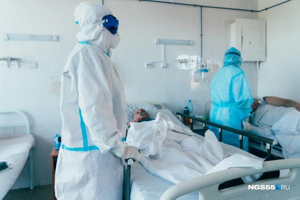 """В июне в Омске уже выделяли 2021 койку для пациентов с <nobr class=""""_"""">COVID-19</nobr>"""