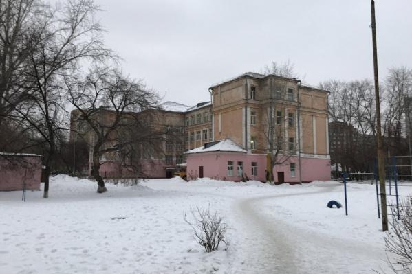 Здание школы на Красных Зорь доживает свои последние годы