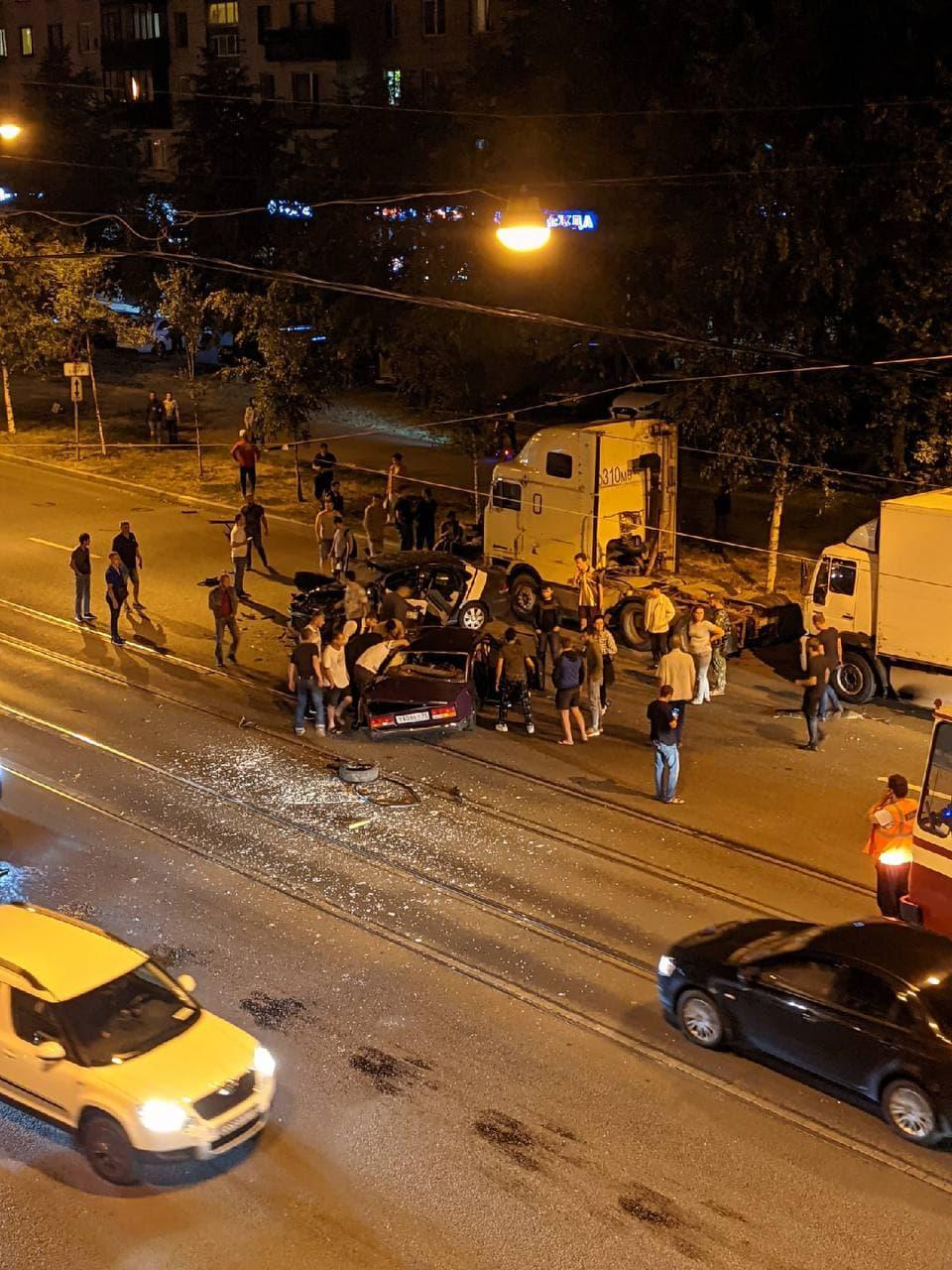 «Кричал на всю улицу, что заклинило руль». На Маршала Говорова сошлись ВАЗ и каршеринг