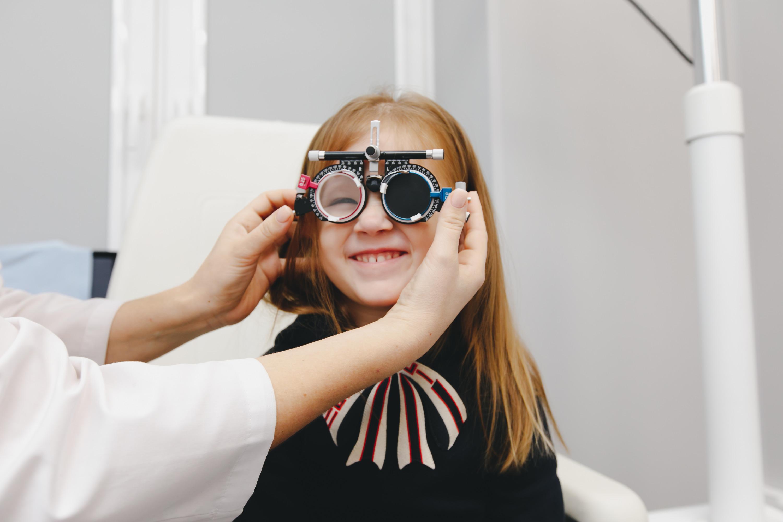 Наличие заболеваний глаз врачи определяют даже совсем маленьким деткам