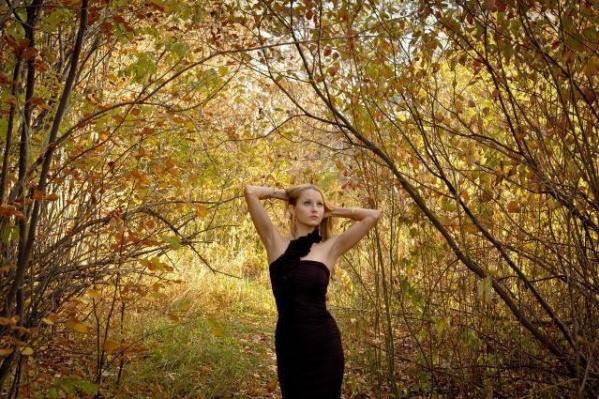 Осенью девушки гонятся за новыми красивыми кадрами для своих архивов и соцсетей