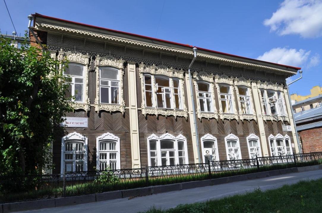 Деревянное здание школы — бывший доходный дом Марии Пятковой