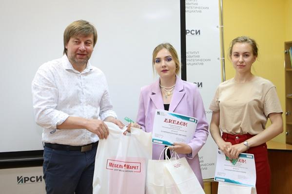 Дипломы победителям вручил лично Сергей Александрович Буров, директор Института архитектуры и дизайна ЯГТУ