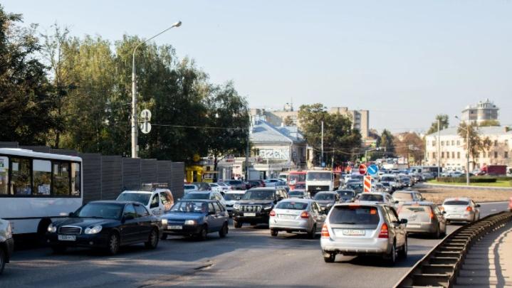 После дождичка в четверг: в Ярославле снова перенесли ремонт Октябрьского моста