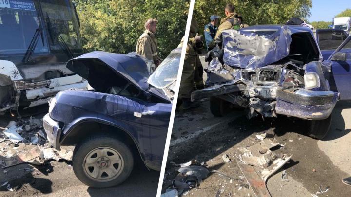 «Волга» въехала в пассажирский автобус в Челябинской области. Погибла девушка