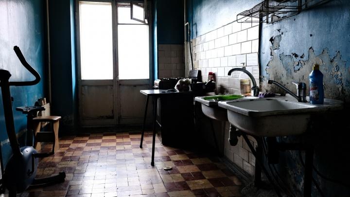 «Свое гетто»: челябинцы показали, как в 2021 году живется в коммунальных квартирах