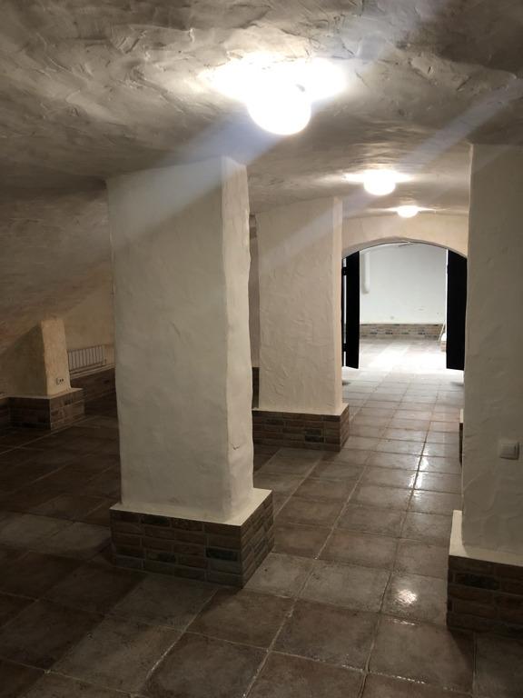 В ХIХ веке здание использовали под склад вина