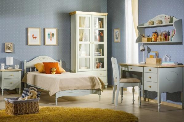 Мебель из массива сосны в интерьере детской — молчаливый помощник каждого школьника