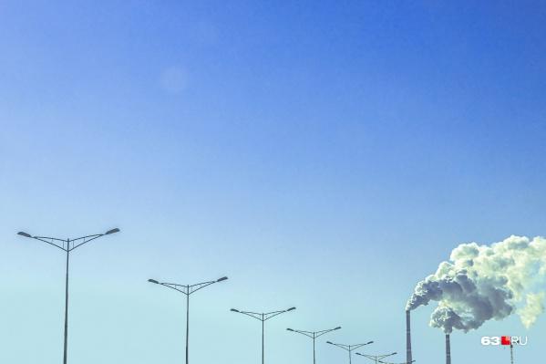 Вредные вещества попадают в воздух вместе с выбросами предприятий и выхлопами автомобилей