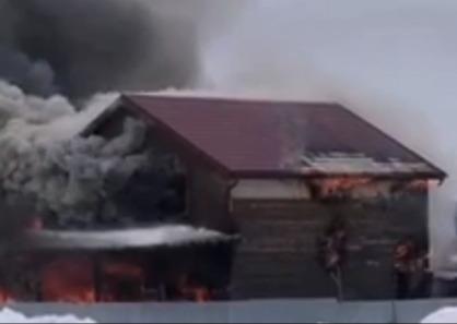 Полыхал пять часов: в Ярославской области мужчина сгорел заживо в собственном доме