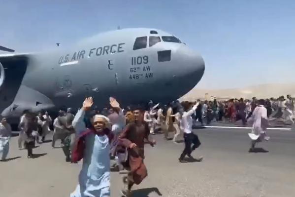 Жители Афганистана предпочитают бежать из страны, чем в ней остаться