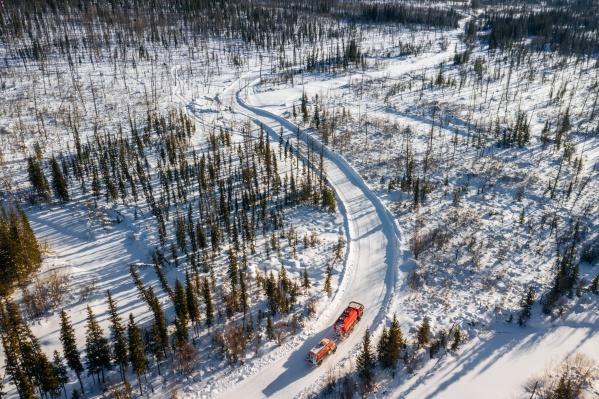 Зимняя автодорога на Юрубчено-Тохомское месторождение была построена длязавоза материально-технических ресурсов