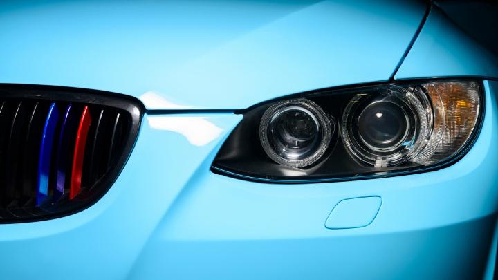Волгоградцы «угнали» c рекламного баннера новую BMW