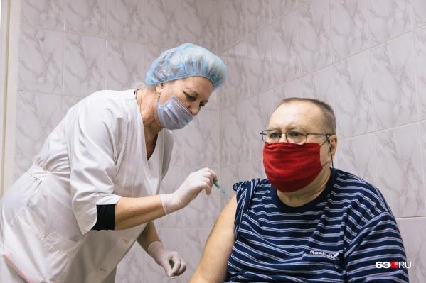 Иммунитет от коронавируса формируется после двух прививок