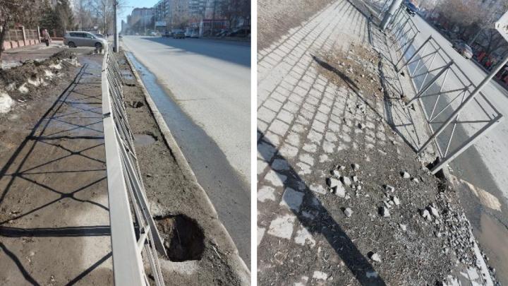 В Новосибирске забор поставили вснег— посмотрите, как выглядит это место спустя 1,5месяца