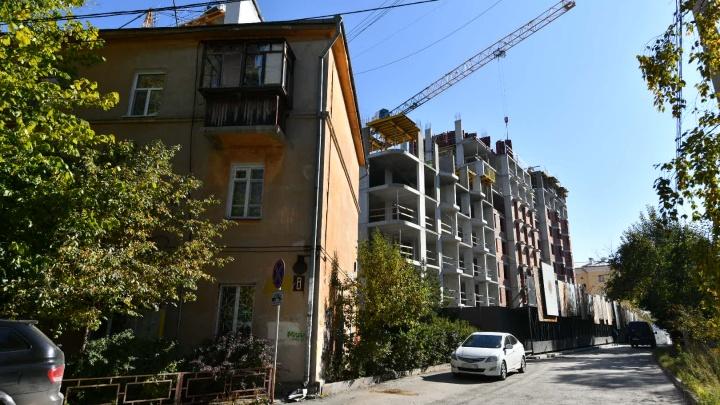 «Мотивы иска стали очевидными». Столетний дом за Макаровским мостом снесут, несмотря на жалобы горожан