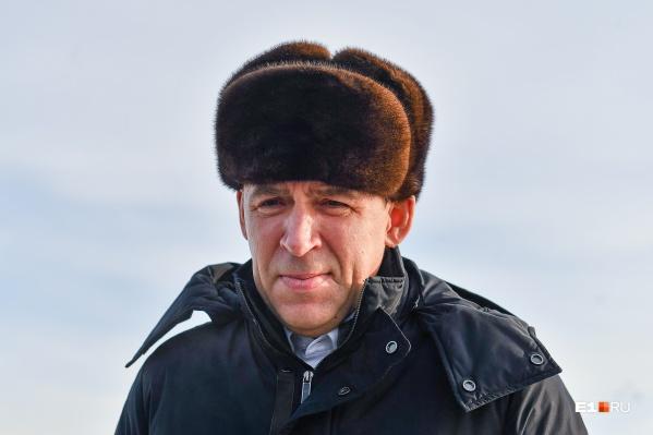 Евгений Куйвашев постепенно ослабляет режим