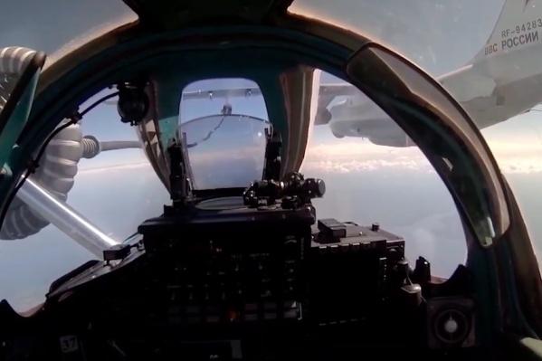 Летчики отработали дозаправку в воздухе