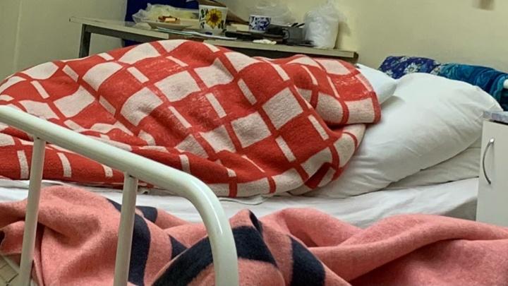 «Лежим под тремя одеялами»: в больнице Ярославской области отключили отопление через два дня после включения