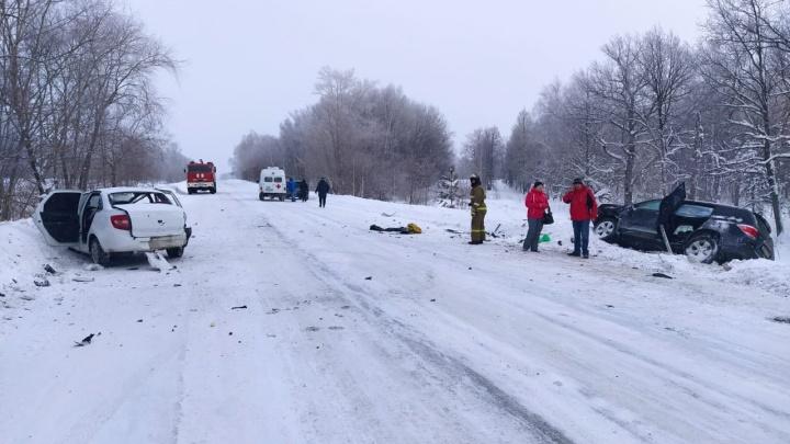 В Башкирии лоб в лоб на снежной трассе столкнулись «Лада» и Toyota Highlander, один человек погиб