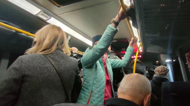 «Нас высадили на обочине»: пассажиры пригородных автобусов рассказали о рисках во время пути