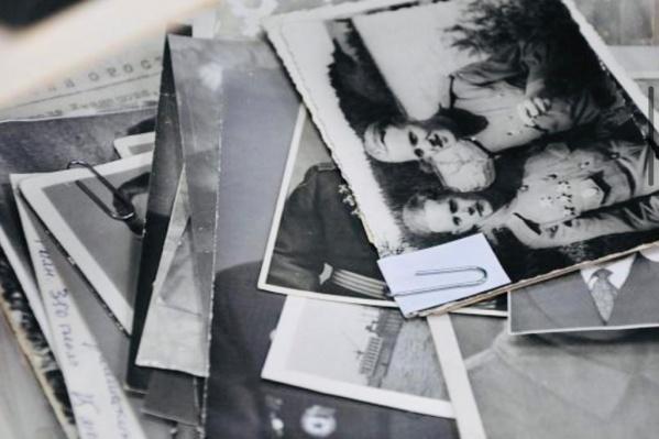 В папке — сотни фотографий военного времени в оригинале
