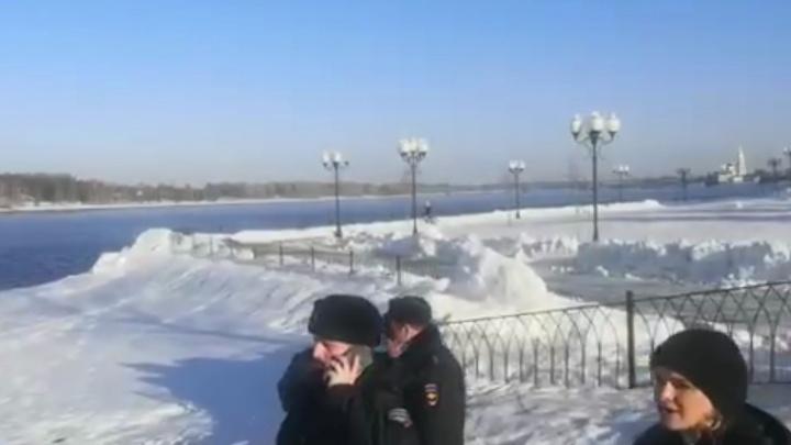 В Рыбинске двух детей унесло на льдине