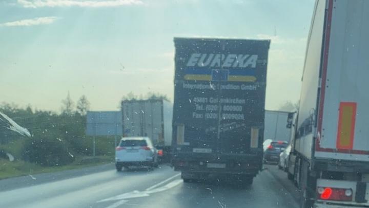 Трассу М-5 в Челябинской области сковала многокилометровая пробка из-за ДТП и ремонтных работ