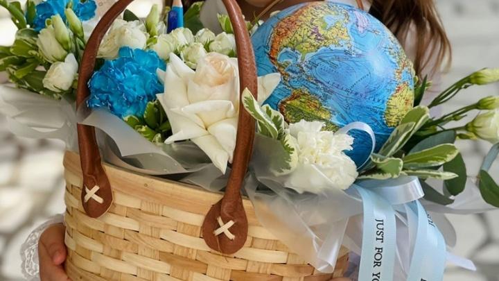 Цветы из мыла и глобусы со сладостями: выбираем необычные букеты для учителей ко Дню знаний в Уфе