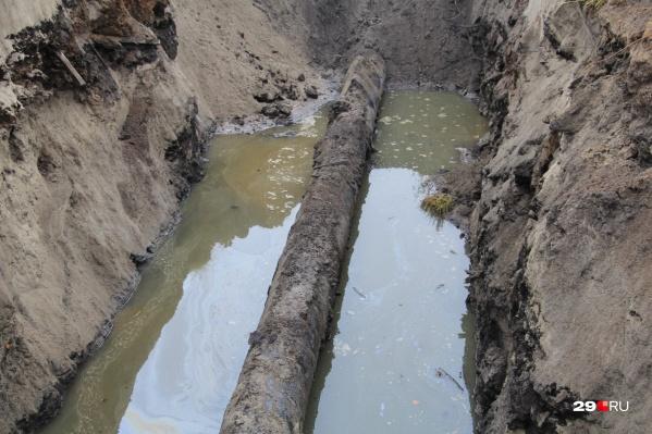 Жители жалуются, что не успели сделать запас воды