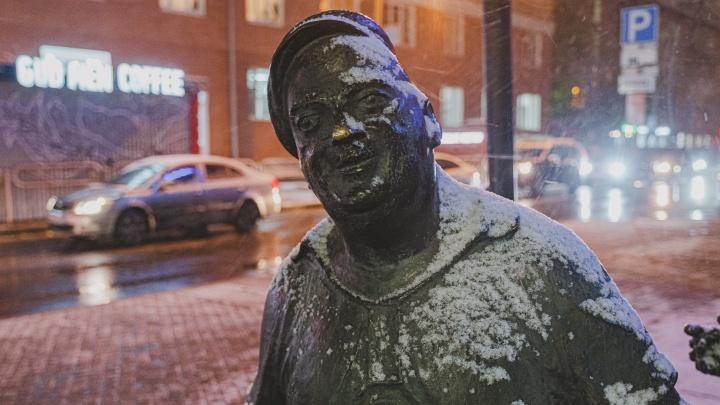 В Перми выпал первый снег. Фото со сказочных улиц