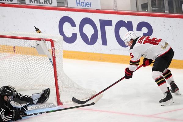 Денис Зернов проверяет, не сбился ли прицел