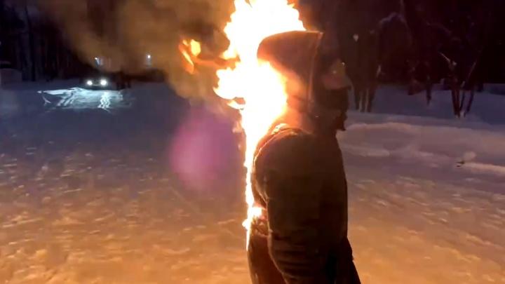В Перми обсуждают видео пранкера о «самоподжоге». Публикуем комментарии его самого, полиции и психолога
