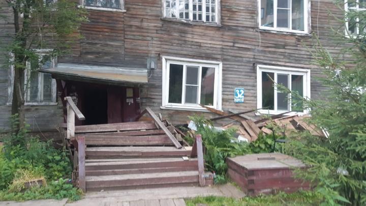 В Архангельске сошел со свай многоквартирный дом на Набережной