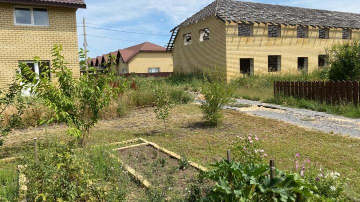 «Нам что, за оружие браться?»: жители поселка «Белая дача» требуют вернуть им право на спокойную жизнь
